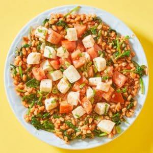 Mozzarella & Tomato Grain Bowlwith Spinach & Farro