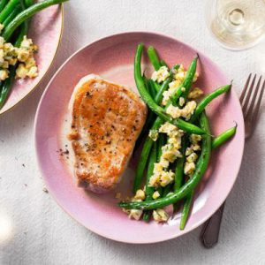 Pork chops with green beans and sauce ravigote