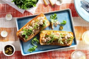 PULLED PORK TARTINES WITH WHITE BEAN SPREAD AND ARUGULA sun basket